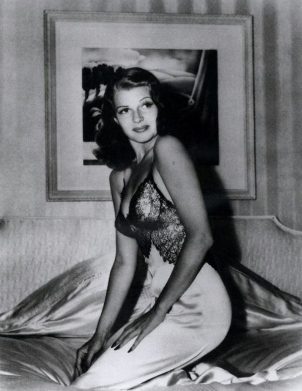 Rita Hayworth Pin-Up | Iconic Photos