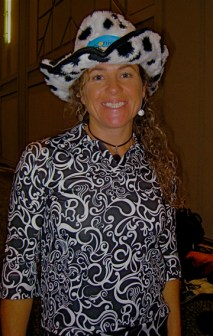 Polly Green, NZ Kayak champion wears our pasatiempo 3/4 sleeve in swirl print