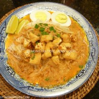Mee Siam Mamak (rice noodle with spicy coconut gravy)