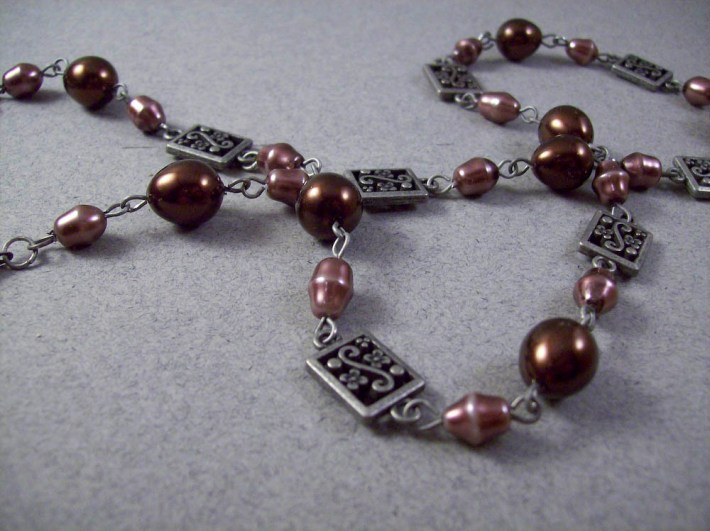 Classic Bronze Oval Glass Pearl Linked Necklace