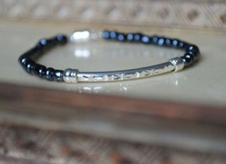 indigo-Isle-Simple-jet-beaded-bracelet