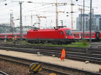 Lok und Wagen am Münchner Hauptbahnhof