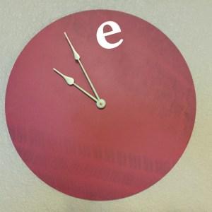 furn-clock-redE-01