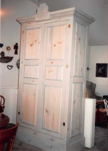 sun-armoire-with-flower