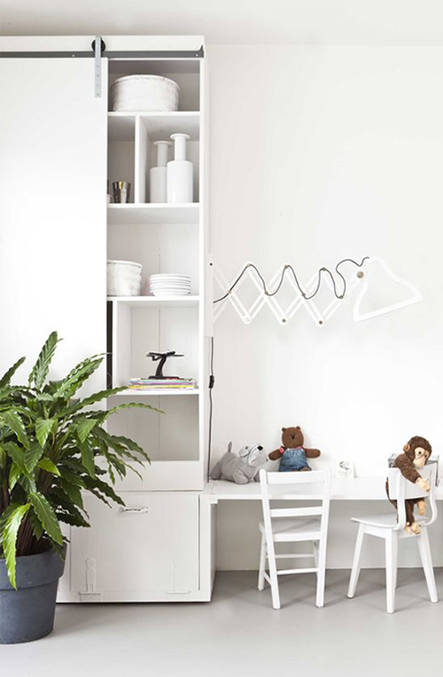 Use white if you have a minimalist taste, kids will like it! {vtwonen}