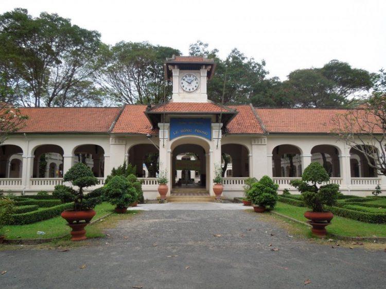 レ・ホン・フォン高校 Trường THPT chuyên Lê Hồng Phong