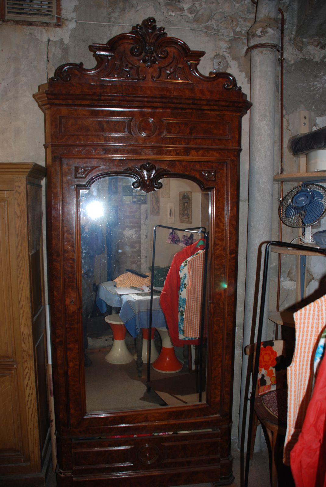 restauration d une armoire a glace d inspiration henri ii atelier pourquoi pas mobilier design sur mesures