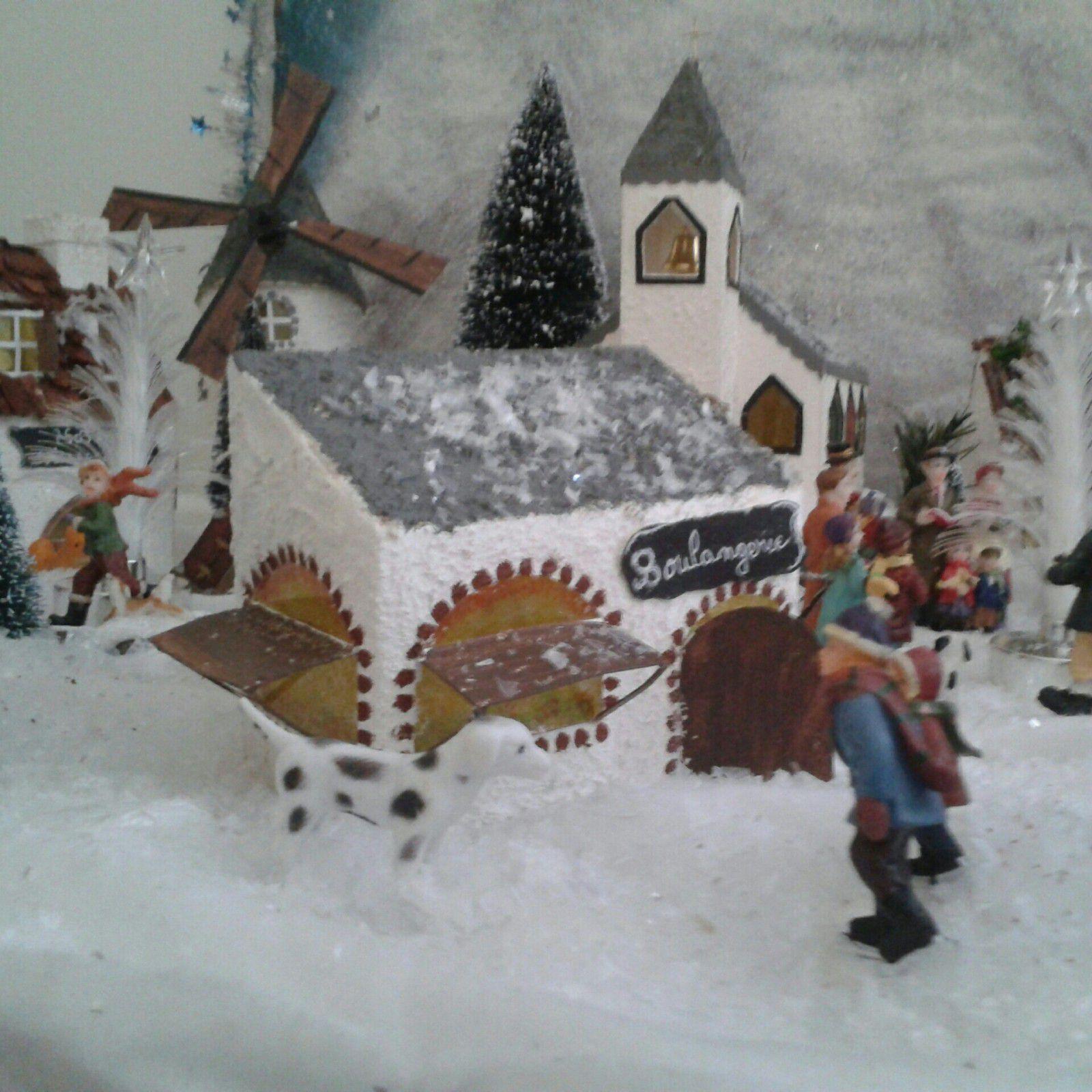 maison eglise moulin sont fait en carton et