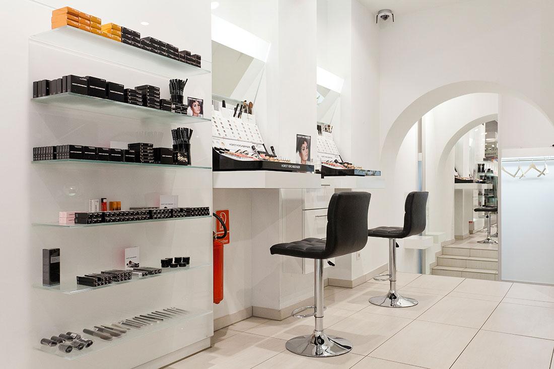 Friseureinrichtung, Friseurbedarf, Kosmetik, Kosmetikstuhl, Oliver Schmidt