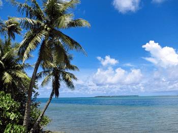 南国の海と空