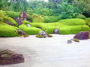 枯山水の岩
