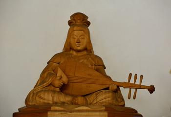 弁財天の像