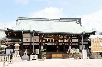 お寺の屋根の緑青