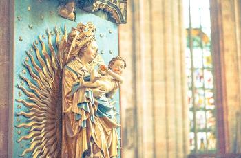 ドイツの教会の聖母子像