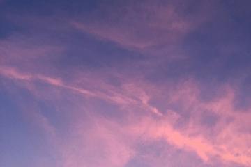 秋の夕暮れ時の雲