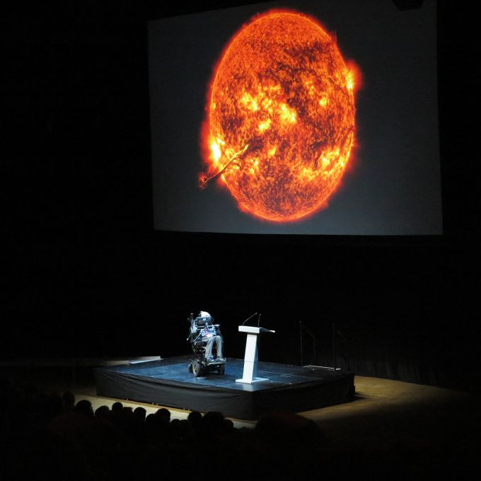 Stephen_Hawking_in_Stockholm,_2015.jpg