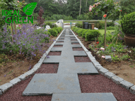 Weg aus Granitplatten Pflasterarbeiten Platten legen 03