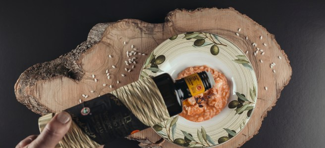 The first warm course, i.e. primi piatti is a scampi risotto, which gets its creamy texture from Stracciatella cream cheese. The zucchini pasta is enjoyed with Taggiasca olives and roasted pine nuts. Photo Silja Line.