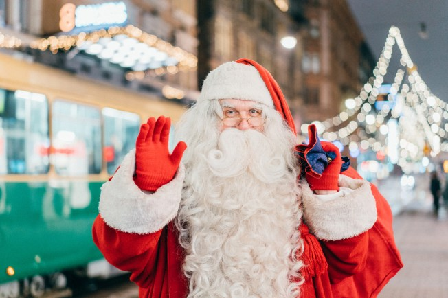 Santa Claus at Aleksanterinkatu. Image: Jussi Hellsten / Helsinki Marketing.