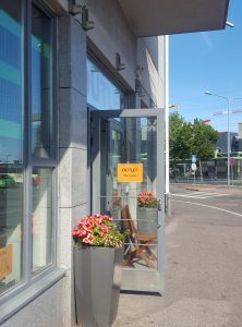 Feminett Outlet is situated near the Herttoniemi Metro station.