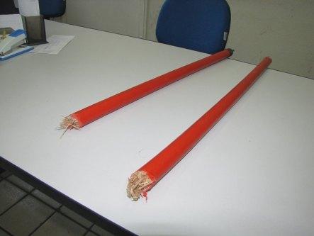 Resultado de imagem para Mulher é agredida com cabo de vassoura