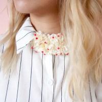 Un cuello de flores para darle vida a tus camisas