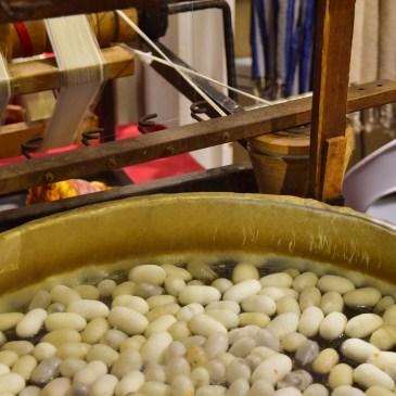 Extracción de la seda en el mercado de Estambul