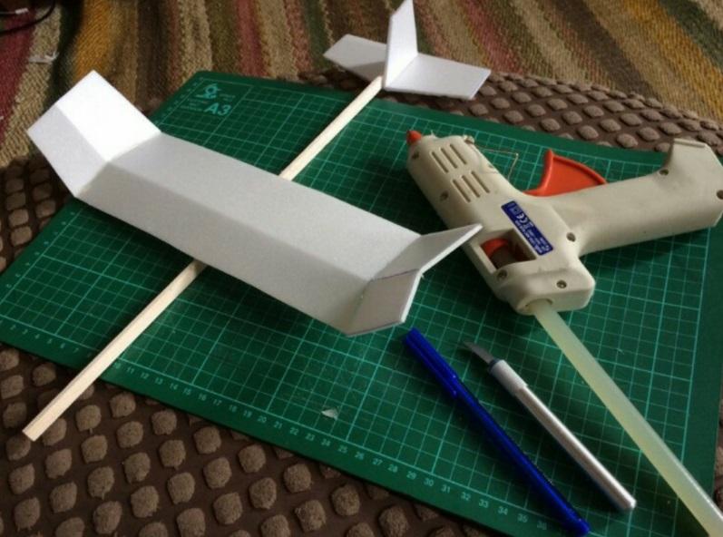 Foam Plate and Plastic Straw Gliders | Ideas-Inspire