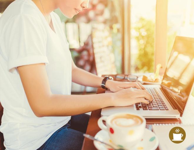 Gestionar-redes-en-vacaciones-ideas-con-cafe-agencia-digital
