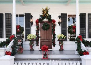 51 Best Porch Christmas Decorations