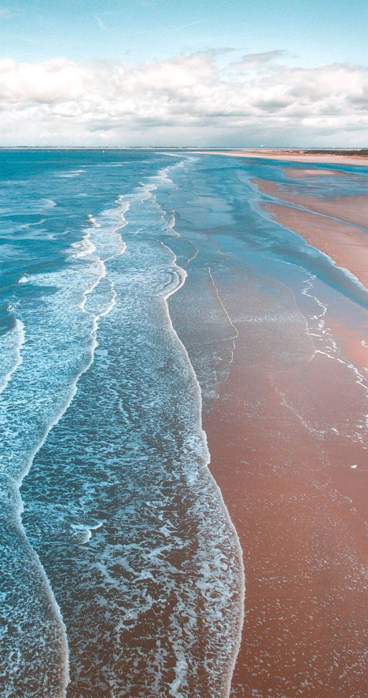 Blue sea and clean beach iphone wallpaper, best beach iphone background #iphonewallpaper #beachbackground