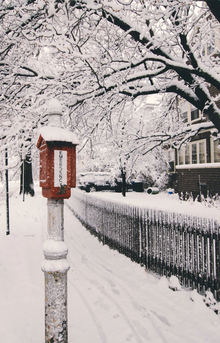Snow red post box iphone background wallpaper