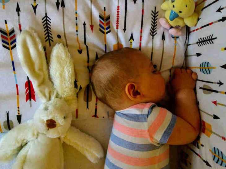 dziecko w sypialni