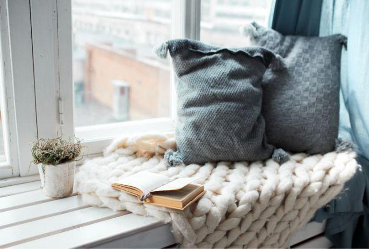 poduszki na parapecie
