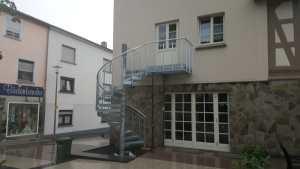 Fluchttreppe an Bestandsgebäude