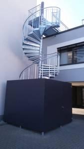 Einhausung aus Trespa Fluchttreppe