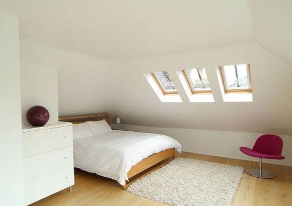 alb mansardat dormitor