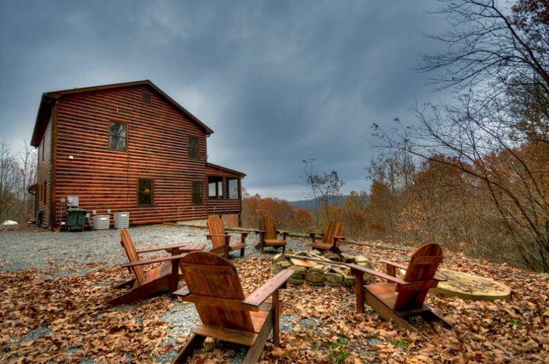 fatada casa de vacanta din lemn