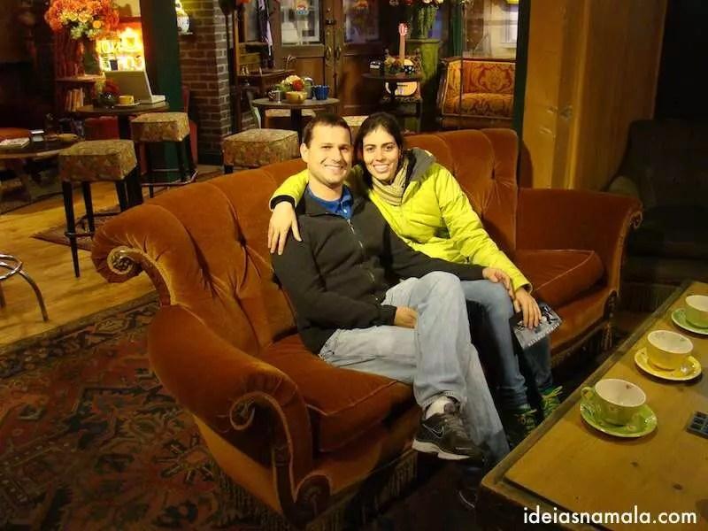 Sentados no Sofá dos Friends | Estudios Warner Bros