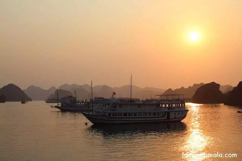 Pôr do sol em Halong Bay