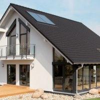 Model de casa perfecta cu mansarda. Imagini din interior si exterior
