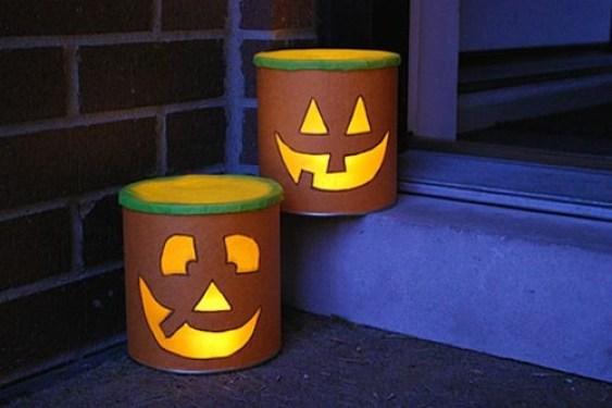 decoratiuni halloween din conserve 8