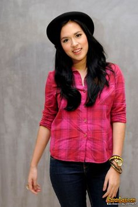 Model Busana Raisa Andriana (3)