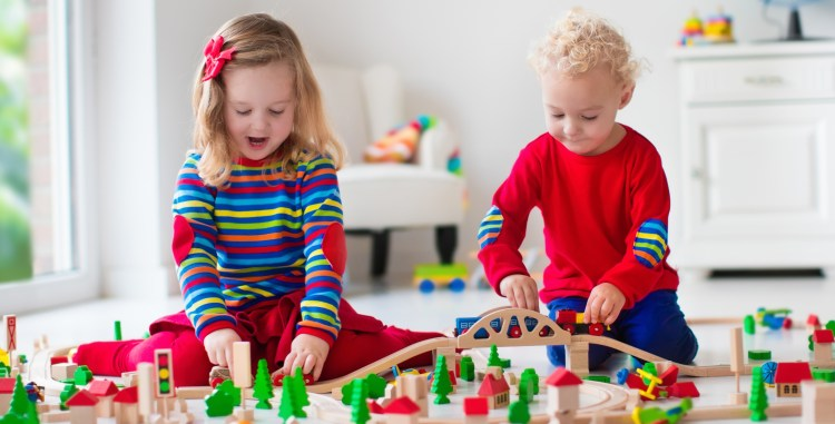 Traditional Toys May Beat Gadgets in Language Development