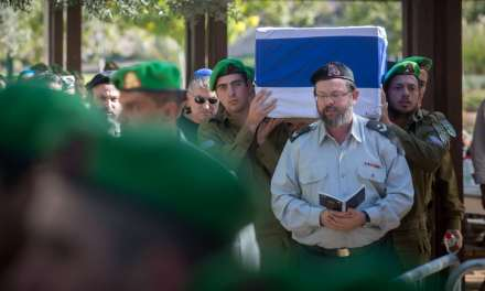 Le père d'un terroriste palestinien présente des excuses pour la famille d'un soldat assassiné