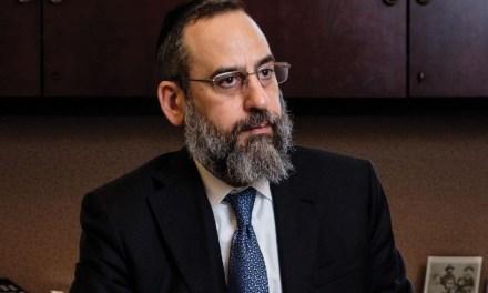 D. Trump nomme un avocat Juif, expert de la Chine, au Ministère des Finances chargé des marchés internationaux.