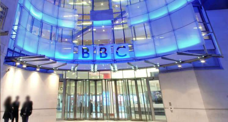 Un producteur sénior de la BBC pris en train de partager des calomnies anti-israéliennes sur Twitter