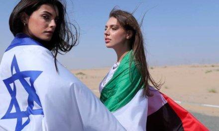 Modèle de diplomatie : La première israélienne à figurer dans le défilé de mode de Dubaï