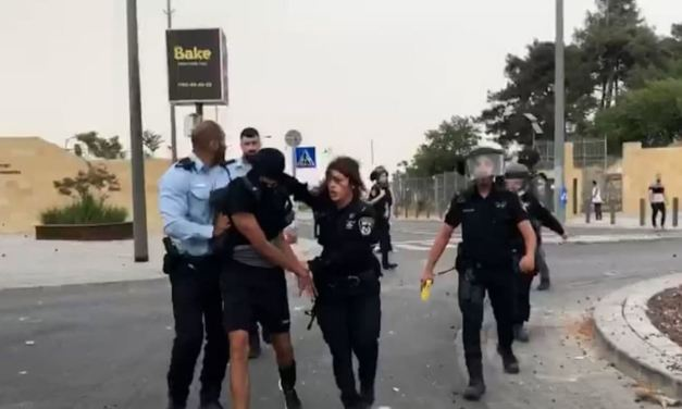 Affrontements entre Palestiniens et policiers devant l'Université hébraïque de Jérusalem.