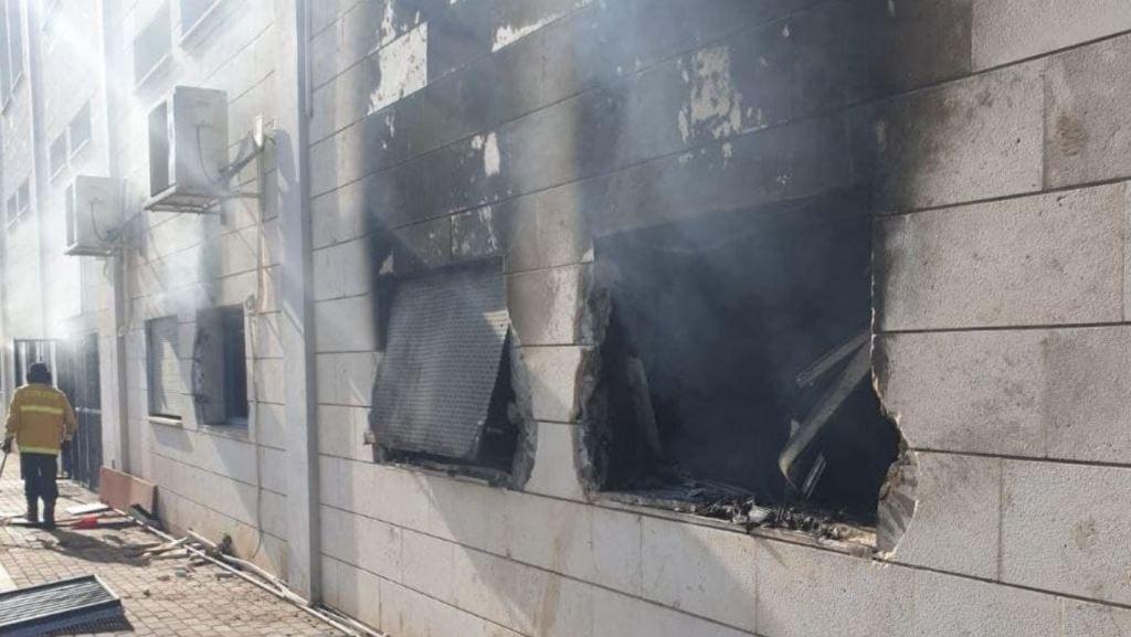 Conséquences de l'incendie provoqué par des émeutiers à Umm al Fahm la semaine dernière.